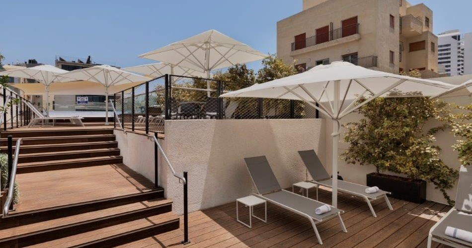 Tanning Area - Metropolitan Hotel Tel Aviv